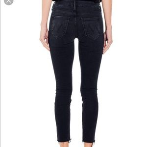 MOTHER highwaisted looker ankle fray in blackbird